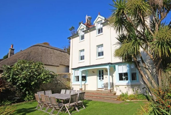 Batson House in Salcombe is a large holiday cottage sleeping 12 people