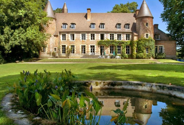 Chateau Du Marquis De Tracy in Burgundy sleeps 15 people