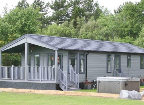 Claywood Retreat Lodges in Darsham, Suffolk. Lodges sleeping 2 or 4 people, with a hot tub