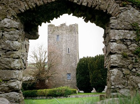 Clomantagh Castle is a 16th Century castle which is now a holiday cottage sleeping 10 people. Clomantagh Castle is in Freshford, County Kilkenny