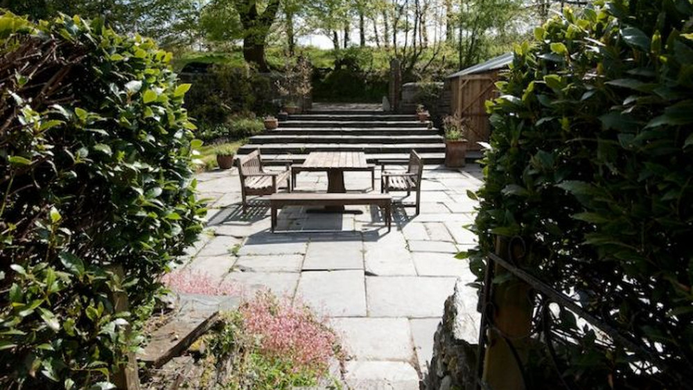 The lawned garden at Helsett Farmhouse in Cornwall