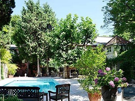 La Maison du Jardin in Marsillargues, Hérault, in the south of France, sleeps 18 people