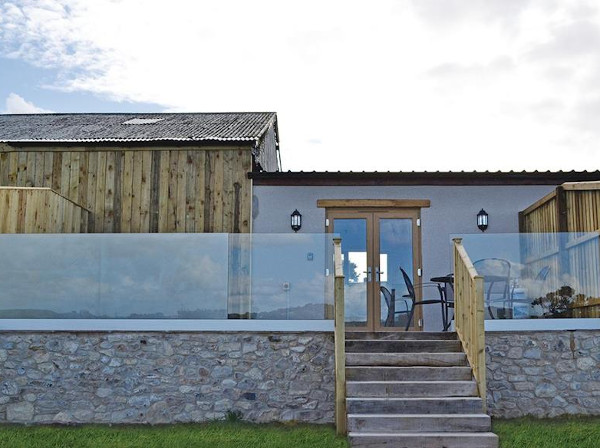 Larkshayes Cottages in Dalwood, near Axminster, in Devon, are holiday cottages with their own hot tub