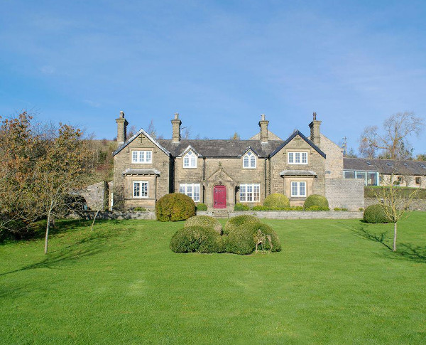 Micklethorn in Broughton, near Skipton, is a large holiday cottage in the Yorkshire Dales National Park sleeping 10 people