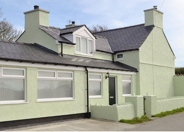 Penteryfn in Holyhead on Isle of Anglesey sleeps 11 people