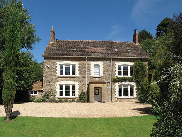 Puckhams in Stoke Abbott, Dorset, is a holiday cottage sleeping 12 people