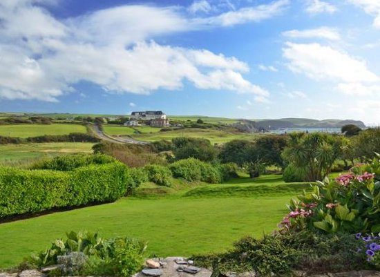 South Riding in Thurlestone is a large holiday cottage sleeping 12 people
