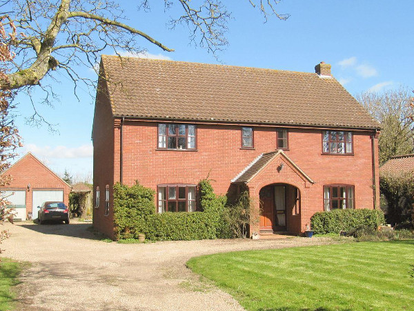 Sycamore House in Deopham Green, Norfolk, is a detached holiday cottage sleeping 8 people