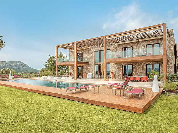 Villa Victoria in Pollensa is a large luxury holiday villa sleeping 10 people in 5 bedrooms
