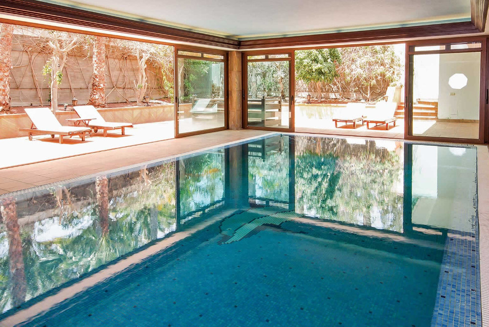 Villa Palmeras has an indoor swimming pool