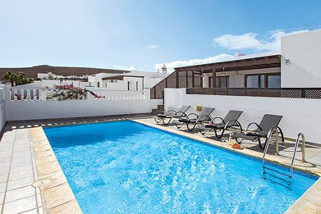 Villa Taytum in Playa Blanca on the Canary Island of Lanzarote sleeps 8 people