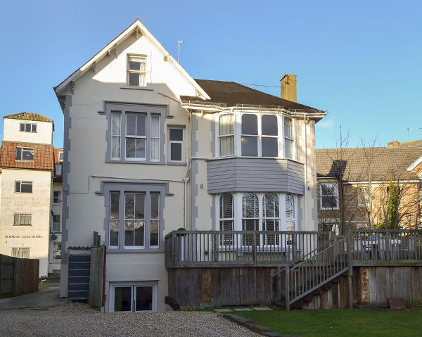 Yellowstones Beach House in Bournemouth is a large holiday cottage sleeping 26 people, with a hot tub